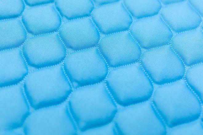 Quilting mesh-like pattern